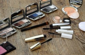 free makeup samples by mail: how to get them
